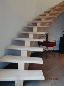 Escalier bois à limon central balancé