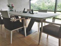 table de réunion avec pied central