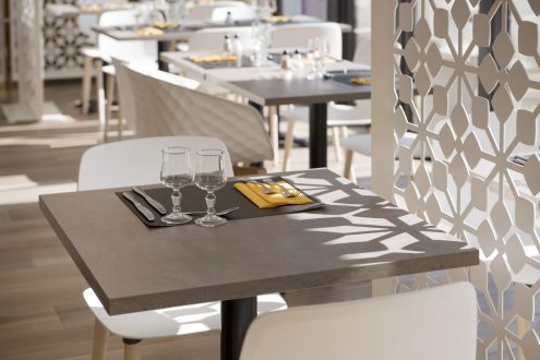 Table carrée de restaurant
